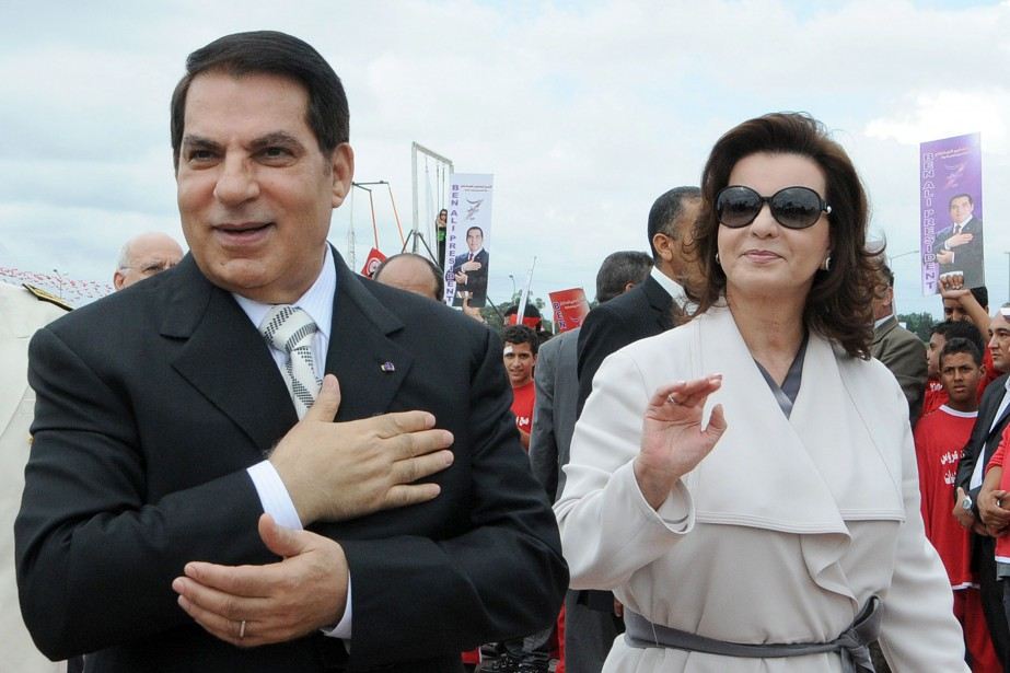 L'ex-dictateur Ben Ali marche près de Tunis, en... (PhotoFETHI BELAID, archives Agence France-Presse)