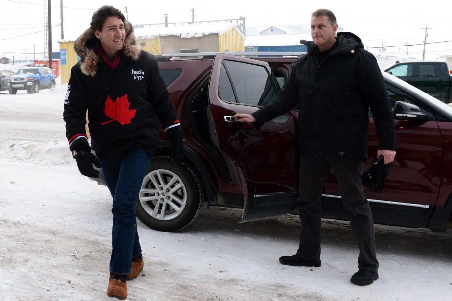 Justin Trudeau à son arrivée à Iqaluit.... (Photo Sean Kilpatrick, La Presse Canadienne)