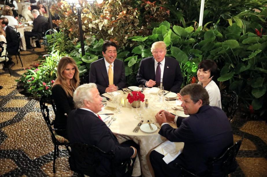 Le premier ministre Shinzo Abe et son épouse... (Photo Carlos Barria, REUTERS)