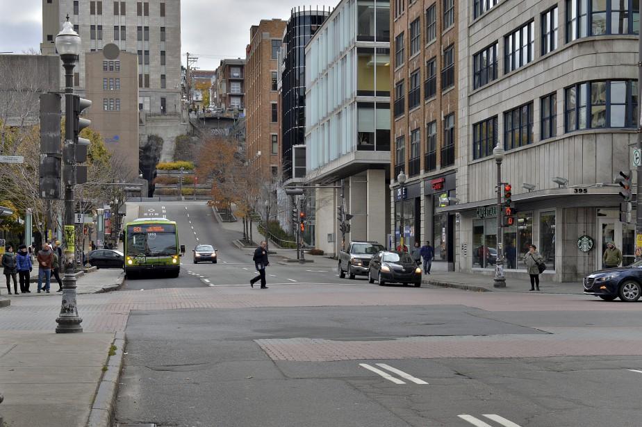 La topographie de la rue, elle, n'a pas changé, même si le Métrobus a remplacé le tramway depuis belle lurette! | 11 février 2017