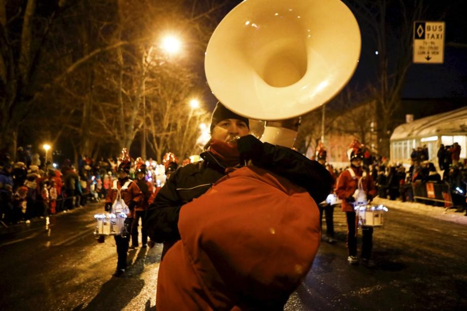 Le tambour-major des Éclairs Jérémie Forgues, qui partage la tâche en alternance avec la trompettiste Marianne Grenier. | 11 février 2017