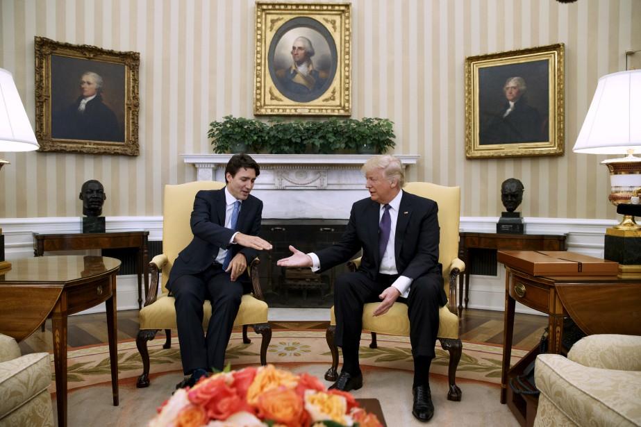 Justin Trudeau et Donald Trump dans le Bureau ovale, à... | 2017-02-13 00:00:00.000