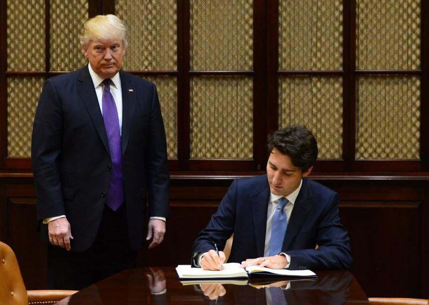 Justin Trudeau a signé le livre des invités dans la salle Roosevelt. | 13 février 2017
