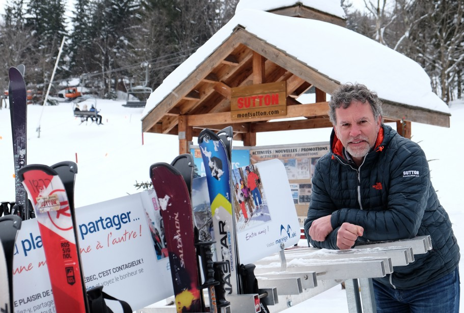 Les nouveaux propriétaires du mont Sutton ont dépensé 500 000 $ jusqu'à maintenant. Ils veulent investir à nouveau, notamment dans la rénovation des bâtiments. Sur la photo, le PDG de la station de ski, Jean-Michel Ryan. | 13 février 2017