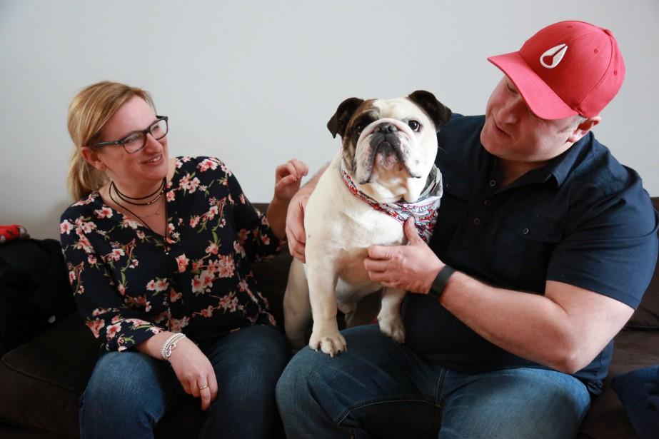 Walter est en liste pour être le plus beau chien du Québec. Ses maîtres, Amélie Dubois et Alex Lajoie. | 13 février 2017