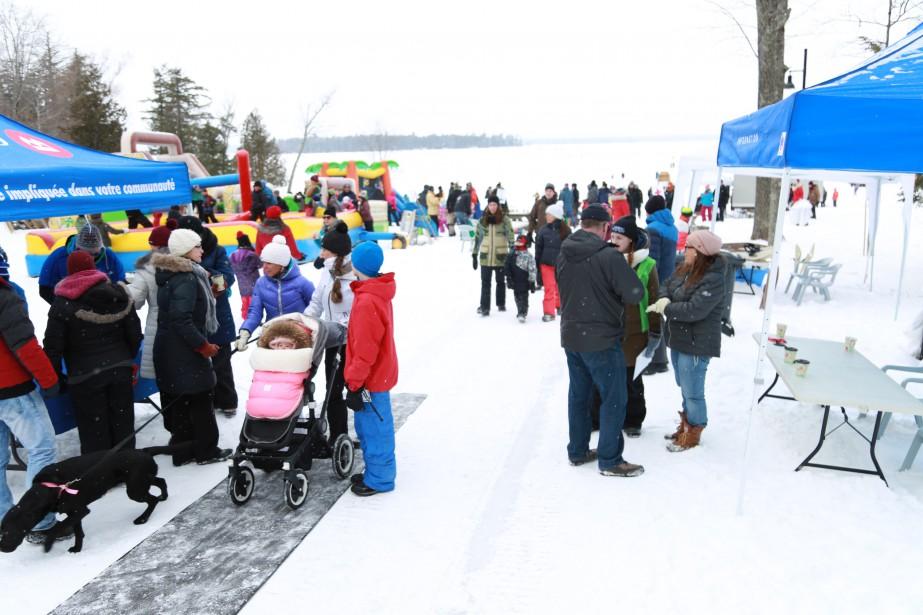 Plus de 1000 personnes ont participé à la Fête polaire de la plage de Lac-Brome. | 13 février 2017