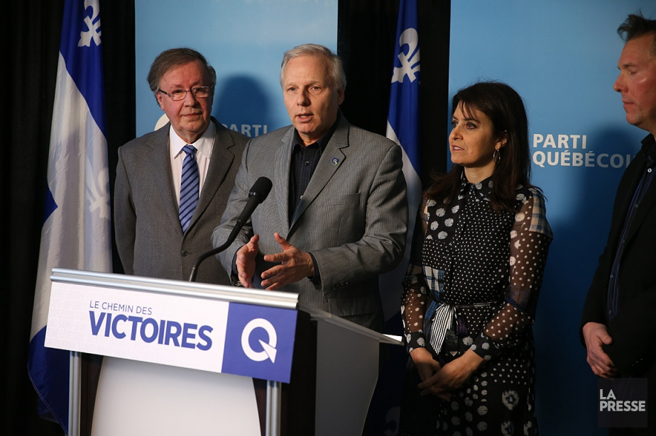 Le chef du Parti Québécois, Jean-François Lisée, accompagné... (PHOTO MARTIN CHAMBERLAND, LA PRESSE)