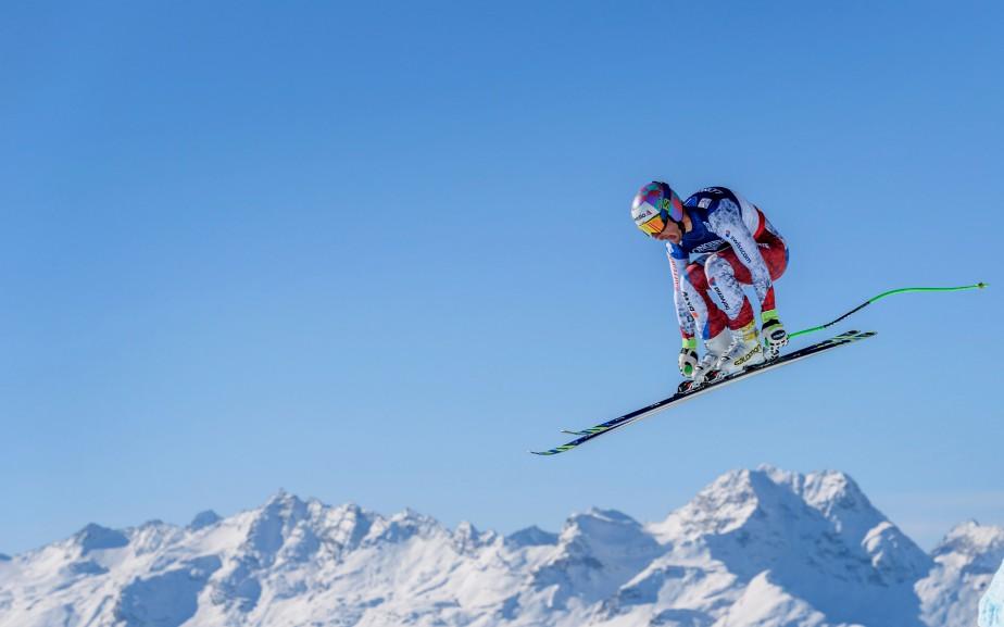 Le skieur suisse Luca Aerni lors de sa descente aux Championnats Mondiaux de ski alpin à St-Moritz, en Suisse. | 13 février 2017