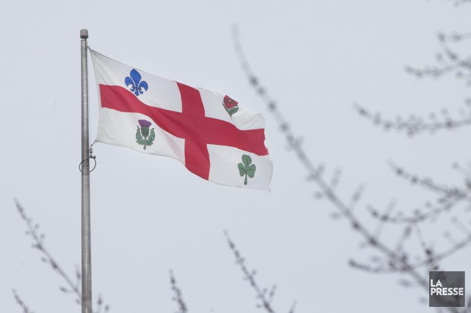 Le drapeau de Montréal a été confectionné en... (PHOTO IVANOH DEMERS, LA PRESSE)