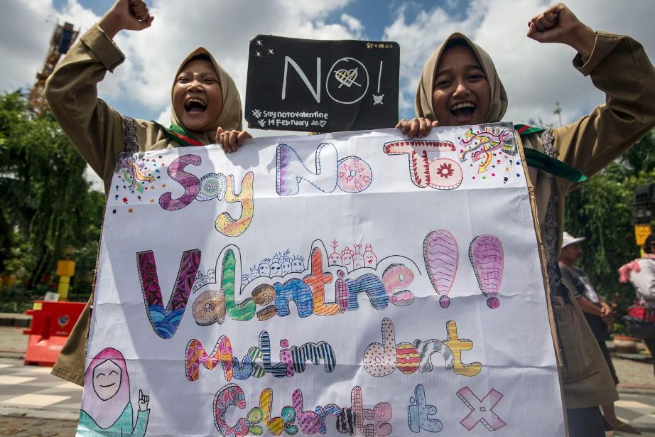 Des étudiantes scandent des slogans pendant une manifestation anti-Saint-Valentin à... | 2017-02-14 00:00:00.000