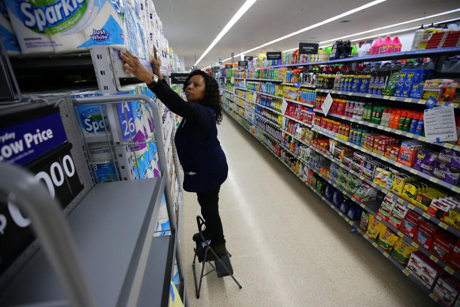 En janvier, les ventes de détail ont représenté... (Photo Mike Blake, Reuters)