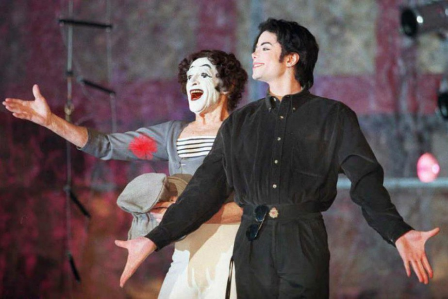 Marcel Marceau etMichael Jackson, sur scène à New... (PhotoBob STRONG, Archives Agence France-Presse)