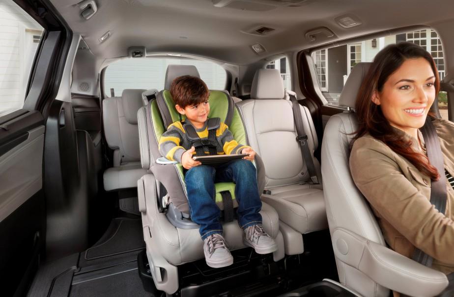La Honda Odyssey 2018 offre des technologies et autres options qui conviennent aux jeunes :sonorisation indépendante à l'arrière, grand écran vidéo panoramique, banquette centrale qui coulisse latéralement; et on peut jumeler le téléphone intelligent de sept passagers à la radio de la fourgonnette, en vue de faire jouer des chansons à tour de rôle. | 15 février 2017