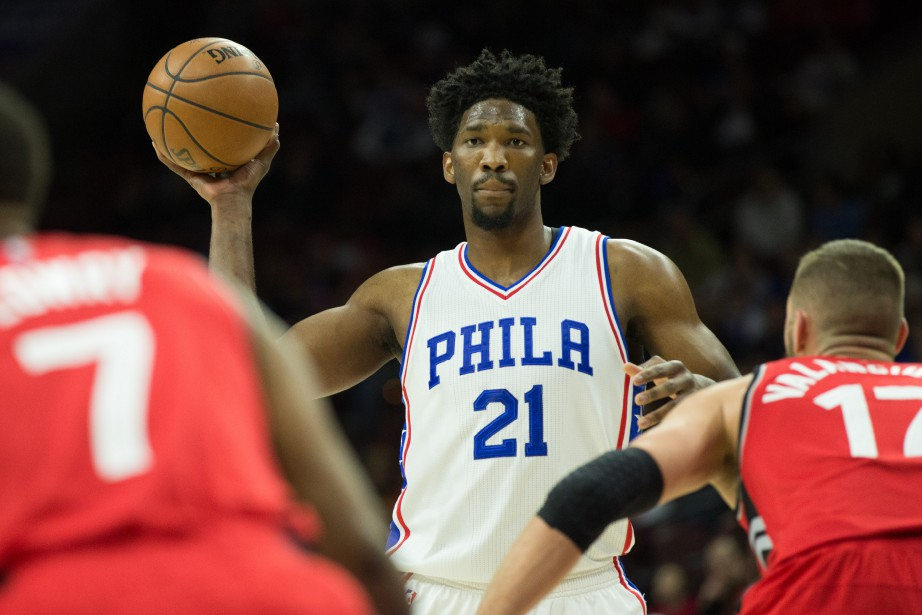 Joel Embiid est le centre des 76ers de... (Photo Bill Streicher, USA TODAY Sports)