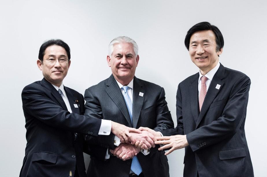 Le ministre japonais des Affaires étrangères Fumio Kishida,... (Photo Brendan Smialowski, Agence France-Presse)