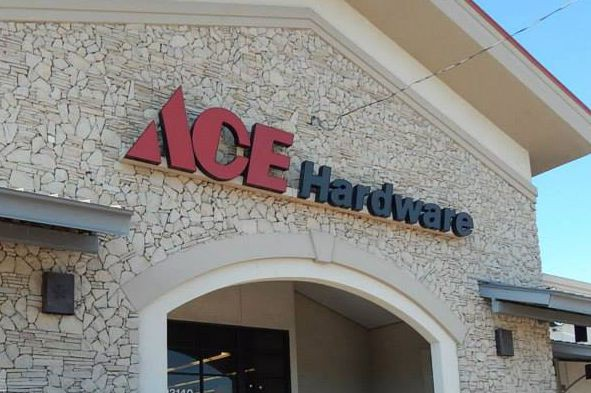 Les fonctions du siège social de Ace Canada... (La Presse)
