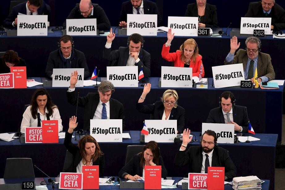 Des membres du Parlement européen prennent part à un vote sur l'Accord économique et commercial global (AECG-CETA) entre le Canada et l'Union européenne. | 16 février 2017