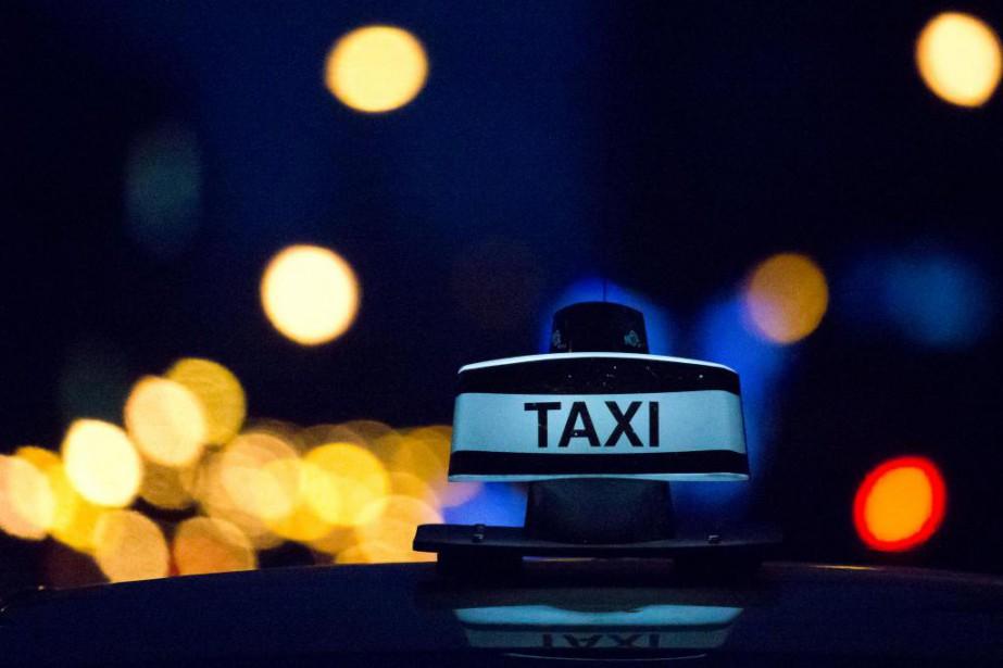 Un groupe de faux chauffeurs de taxi a... (PHOTO OLIVIER JEAN, LA PRESSE)