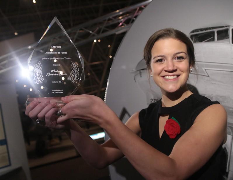 C'est Geneviève Borris qui a mis la main sur le trophée remis par l'ACFO au Jeune leader de l'année. (Étienne Ranger, LeDroit)