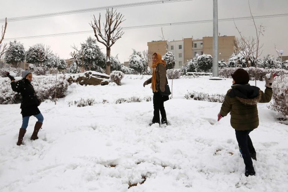 Les chutes de neige ont atteint à certains... (PHOTO ATTA KENARE, ARCHIVES AFP)