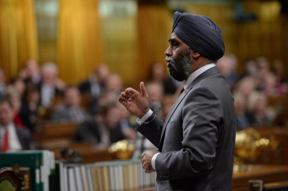 Le ministre de la Défense Harjit Sajjan est... (Photo Sean Kilpatrick, La Presse Canadienne)