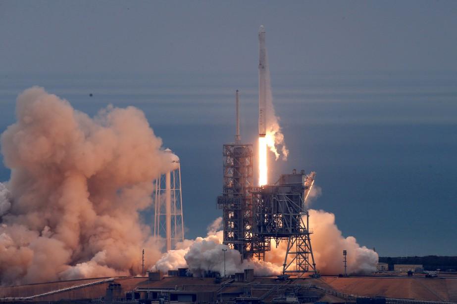 Falcon 9 s'est arraché du pas de tir 39A au... (Photo Joe Skipper, REUTERS)