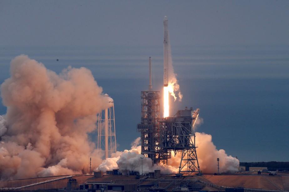 Falcon9 s'est arraché du pas de tir39A au... (Photo Joe Skipper, REUTERS)