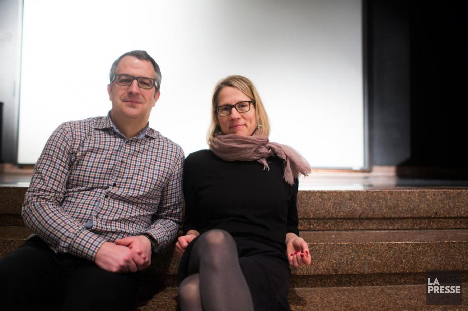 Les enseignants Simon Dugas et Stéfanie Martin font... (PHOTO OLIVIER PONTBRIAND, LA PRESSE)