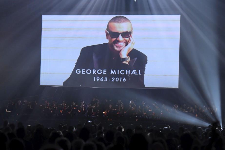 Les Brit Awards ont rendu hommage, à travers un montage vidéo, à George Michael décédé en 2016. | 22 février 2017