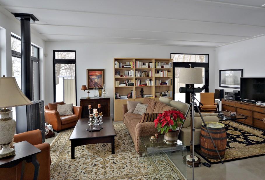 Des lattes en alternance imitent les plafonds des vieilles maisons et rythment les 49 pieds d'ouverture au rez-de-chaussée. (Le Soleil, Patrice Laroche)