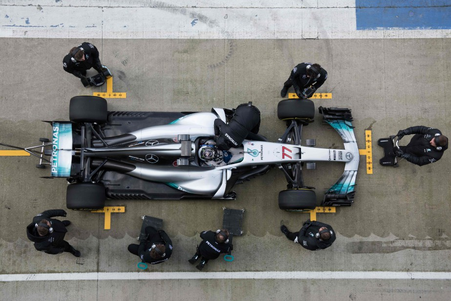 La présentation de la W08 EQ Power+ au circuit Silverstone a été une occasion pour l'équipe Mercedes AMG Petronas de pratiquer en vue des essais d'avant-saison qui commenceront mardi à Barcelone.<br /><br /> (AFP)