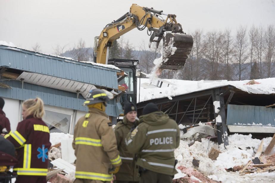 Les secouristes ont dû manoeuvrer avec précision et délicatesse lors des recherches afin de ne pas affaiblir la structure du bâtiment de ferme. | 23 février 2017