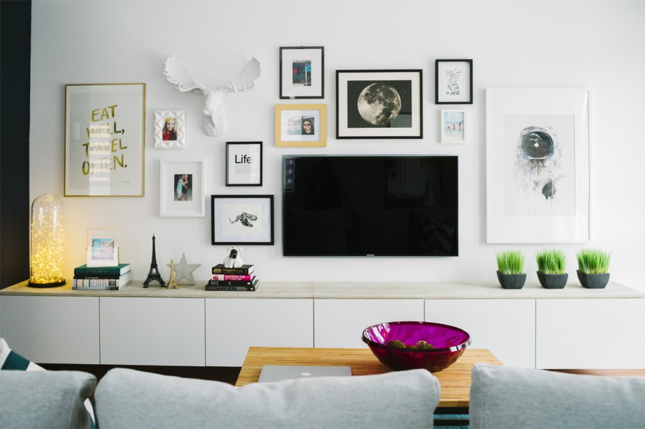 Le salon sert de mini salle d'exposition de souvenirs et de photos. (Photo Marie-Christine Gobeil, collaboration spéciale)