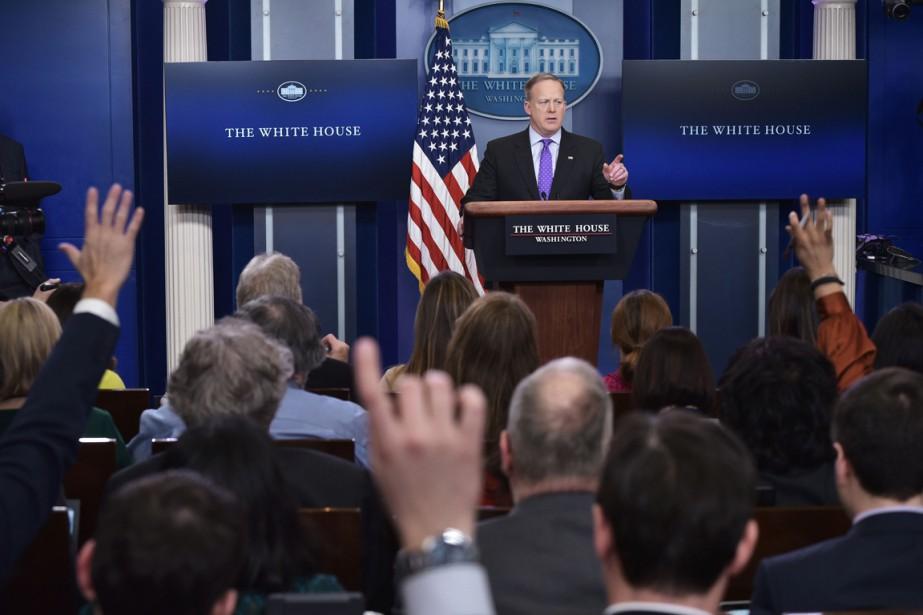 Le porte-parole de la Maison-Blanche Sean Spicer répondant... (PHOTO MANDEL NGAN, ARCHIVES AFP)