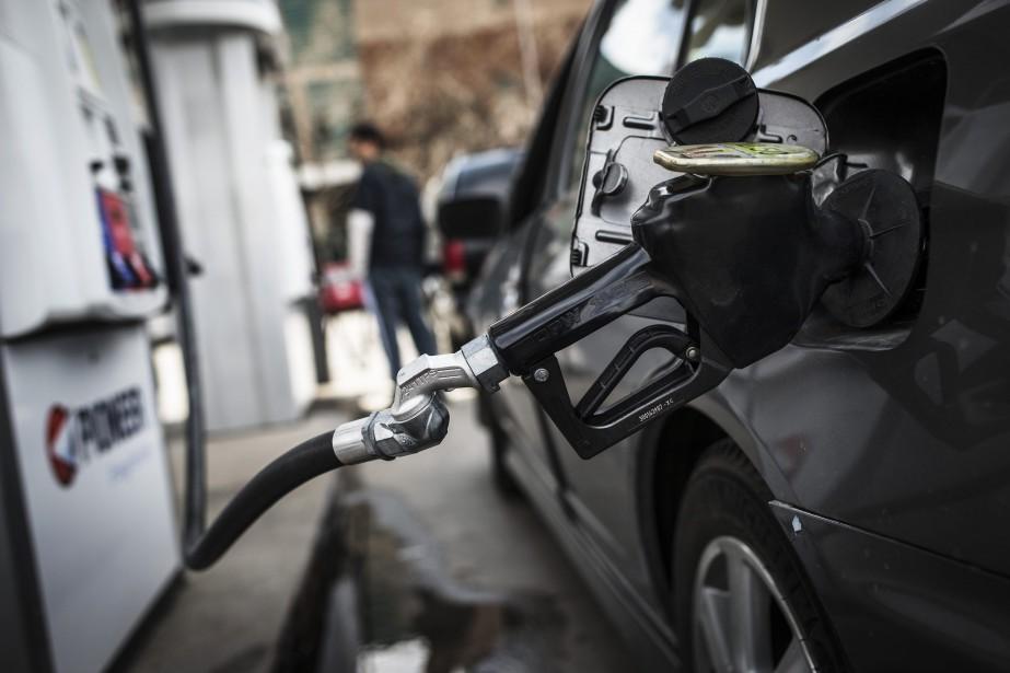 Les prix de l'essence ont grimpé de 20,6%... (Photo archives REUTERS)