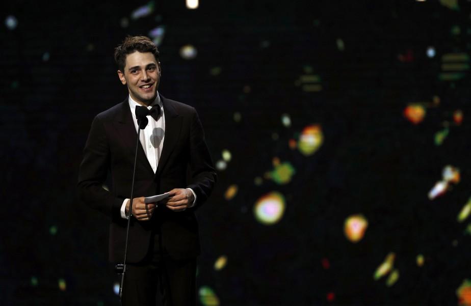 Xavier Dolan est monté deux fois sur scène: pour la meilleure réalisation et pour le meilleur montage de son film<em>Juste la fin du monde.</em> (Photo Philippe Wojazer, REUTERS)