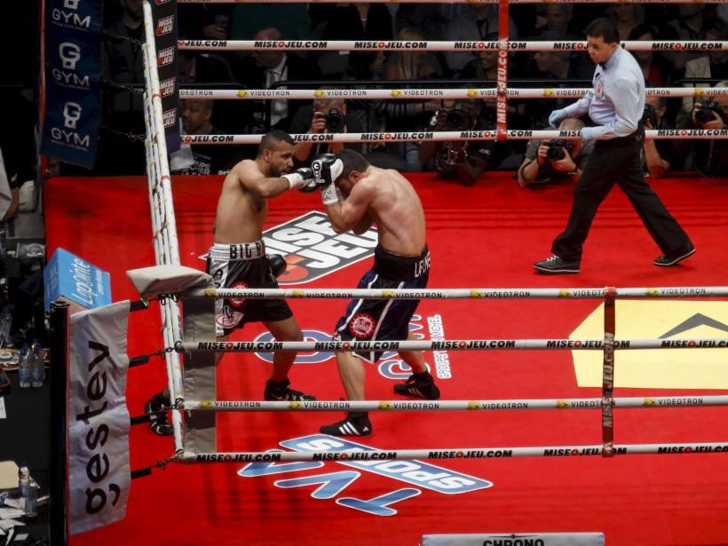 Troisième combat (160 lb - 10 rounds): Francis Lafrenière (à droite) et Uriel Gonzalez ne se sont pas ménagés dans le ring. Le premier l'a emporté pas décision partagée. | 24 février 2017