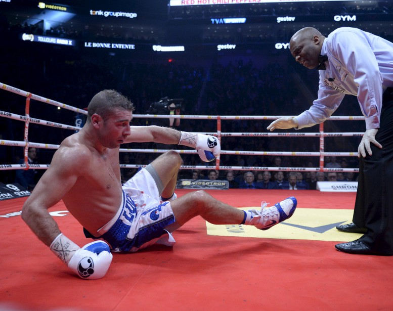 Sixième combat (175 lb - 12 rounds):Lucian Bute a été mis hors de combat au cinquième round par la tempête Eleider «Storm» Alvarez, qui l'a soufflé au tapis avec deux solides droites au visage. | 24 février 2017