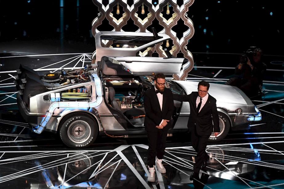 Michael J. Fox et Seth Rogen sont arrivés sur scène à bord de laDeLorean du film Retour vers le futur. | 26 février 2017