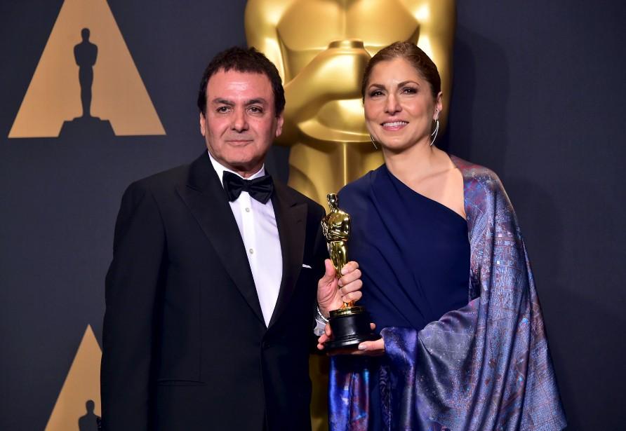 Firouz Naderi et Anousheh Ansari ont recueilli l'Oscar du meilleur film en langue étrangère pour le réalisateurAsghar Farhadi (Le client), absent de la cérémonie. | 26 février 2017