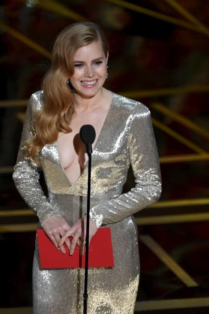 La vedette du film L'arrivée, Amy Adams, a présenté le prix du meilleur scénario adapté. | 26 février 2017