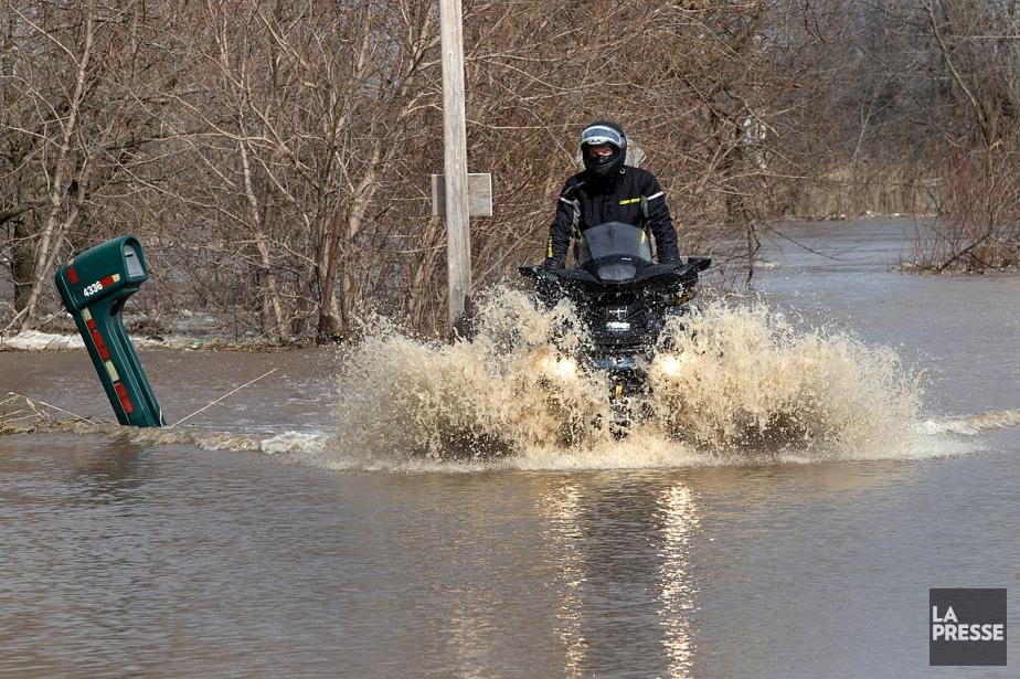 La rivière L'Acadie, à Carignan, est sortie de... (ROBERT SKINNER, LA PRESSE)