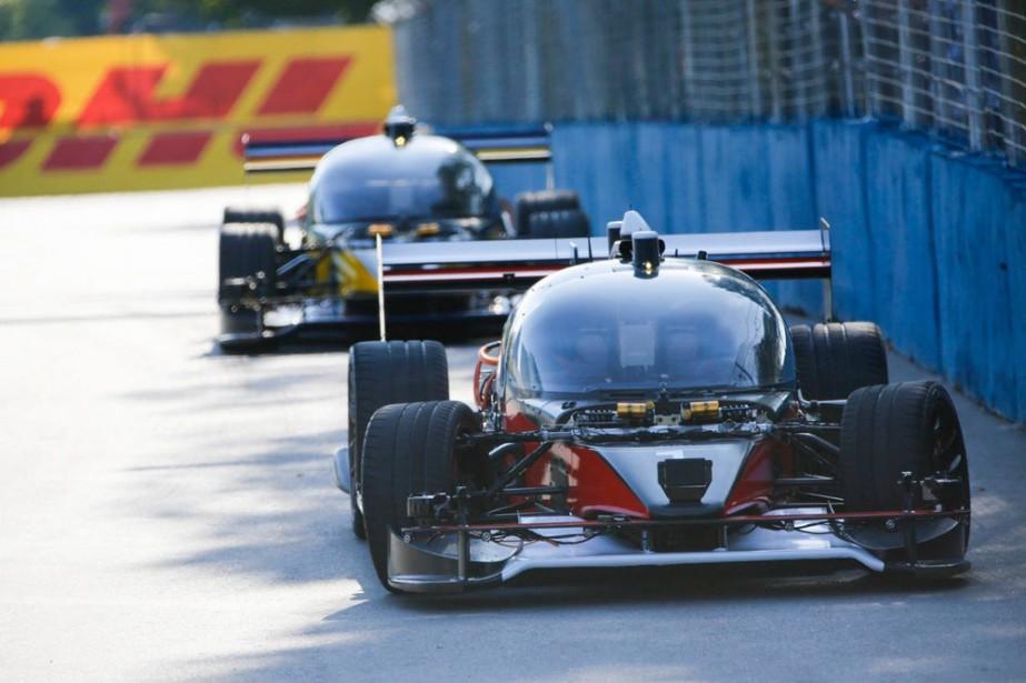 Ces voitures prototypes ne ressemblent pas à celles qui courront pour vrai lors des futures courses de voitures sans pilote. Il n'y aura ni bulle en plexiglass ni habitacle sur les vraires coursières autonomes. (Toutes les photos : Roborace)