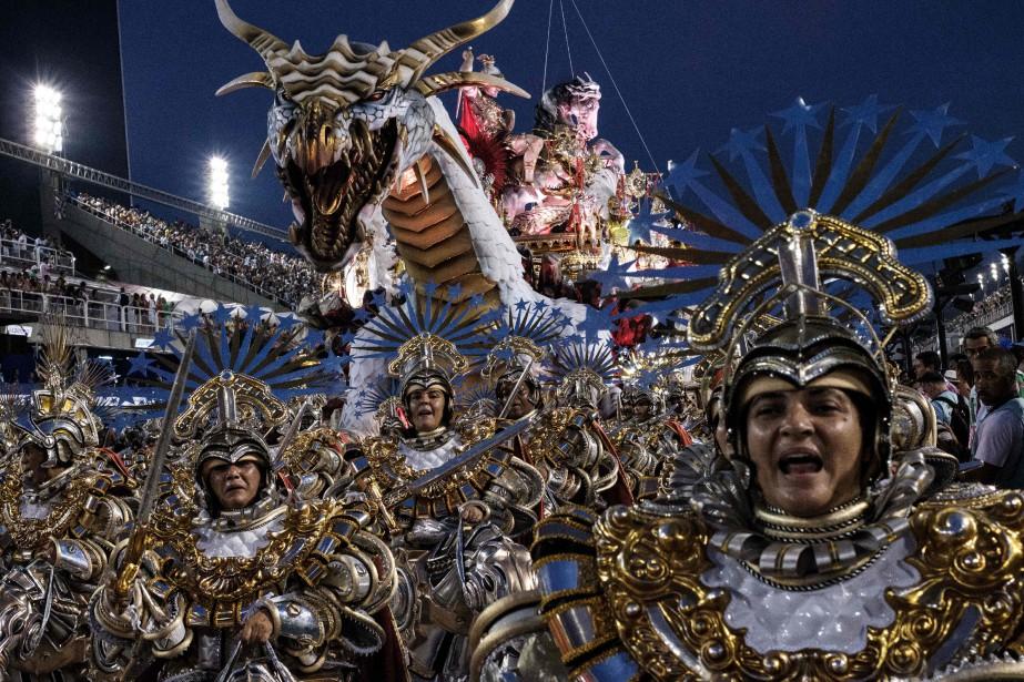 Le Carnaval se poursuit à Rio.... (Photo Yasuyoshi CHIBA, AFP)