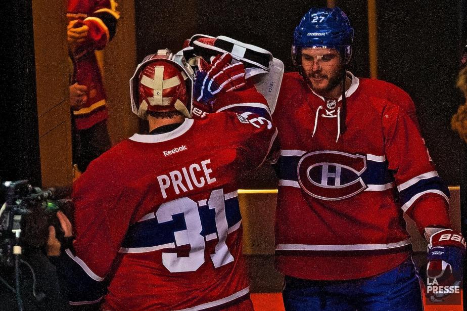 Carey Price salue AlexGalchenyuk alors qu'il s'apprête à... (Photo André Pichette, La Presse)