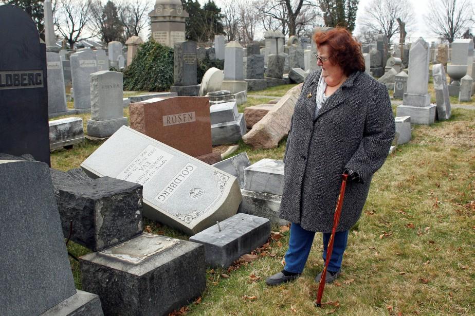 Un cimetière juif vandalisé à Philadelphie, en Pennsylvanie.... (Photo Tom Mihalek, Archives REUTERS)