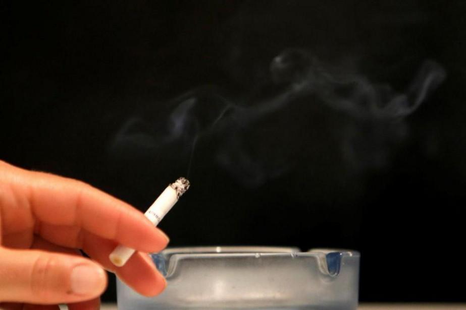 Avec le durcissement des lois antitabac, la majorité... (ARCHIVES REUTERS)