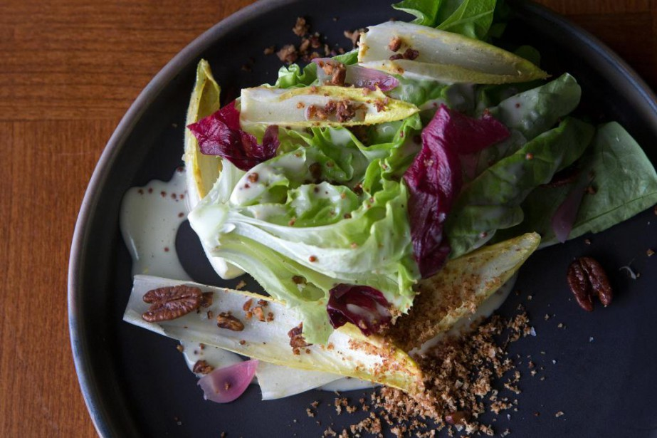 Salade boston, vinaigrette babeurre, endives, radicchio marinés... (Photo Robert Skinner, La Presse)