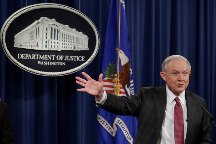 Jeff Sessions a répondu aux questions des journalistes... (PHOTO REUTERS)