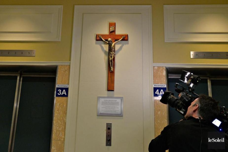 Le CHUa remis le crucifix à sa place... (Photothèque Le Soleil,Pascal Ratthé)